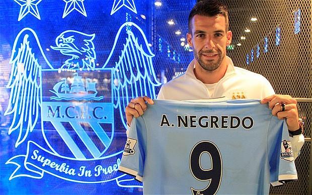 Jucatorul de fotbal Alvaro Negredo de la Manchester City