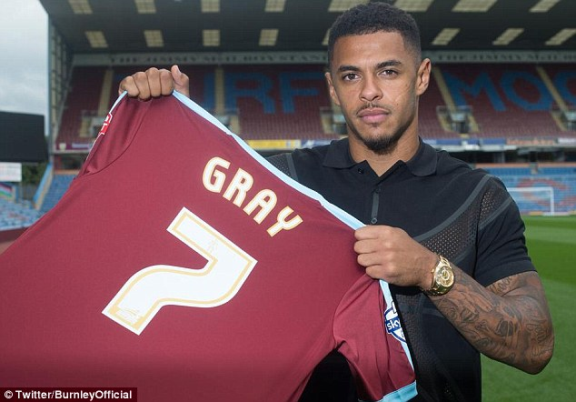 2B8F725000000578-3206375-Burnley_have_completed_the_signing_of_striker_Andre_Gray_from_Br-a-4_1440180442785