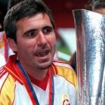 Hagi cu trofeul UEFA Cup in 2000