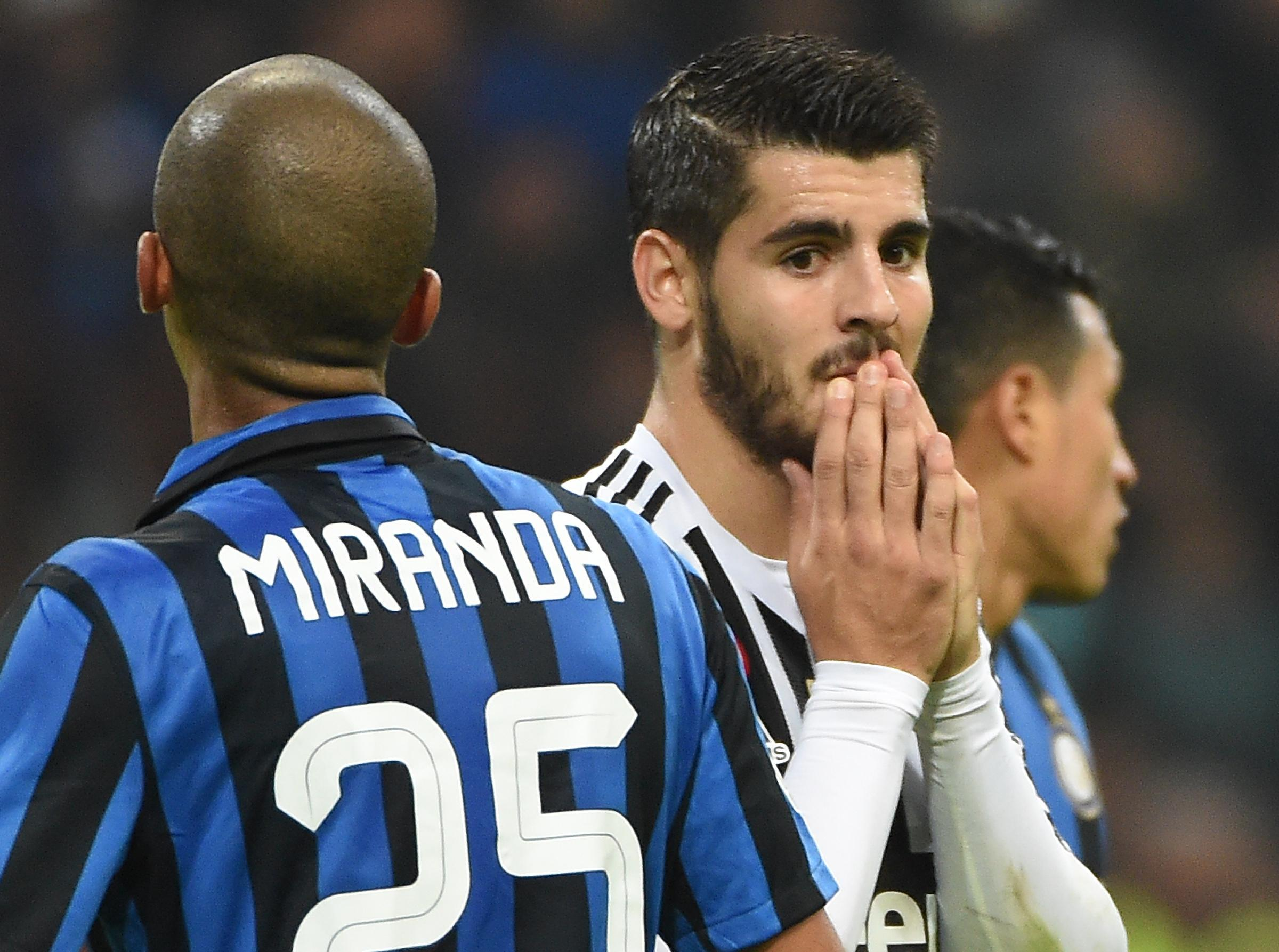 Juventus' Alvaro Morata (R) reacts during the Italian Serie A soccer match FC Inter vs Juventus FC at Giuseppe Meazza stadium in Milan, Italy, 18 October 2015. ANSA/ DANIEL DAL ZENNARO