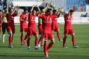 Jucatorii echipei FC Botosani se bucura la finalul meciului cu CFR Cluj, din etapa I a Ligii I la fotbal, in Botosani, duminica, 21 iulie 2013. LIVIU CHIRICA / MEDIAFAX FOTO